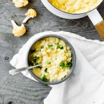 bowl of stovetop cauliflower mac and cheese with parsley garnish